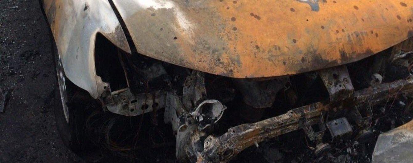 У Житомирі вночі невідомі підпалили автомобілі прикордонників