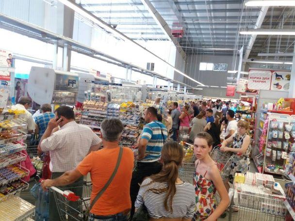 Масове отруєння в Ізмаїлі. Місцеві мешканці скуповують воду у магазинах