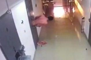 У Росії ув'язнений втік з ізолятора через віконце для роздачі їжі