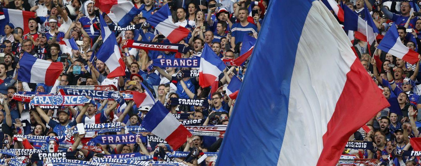 Французький фанат випадково підпалив фаєр, який проніс у дупі