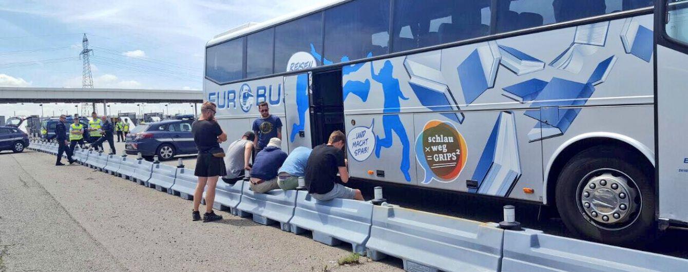 Французька поліція знову затримала автобус із російськими вболівальниками
