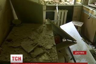 Бойовики взялися регулярно нищити мирні будинки у центрі Красногорівки