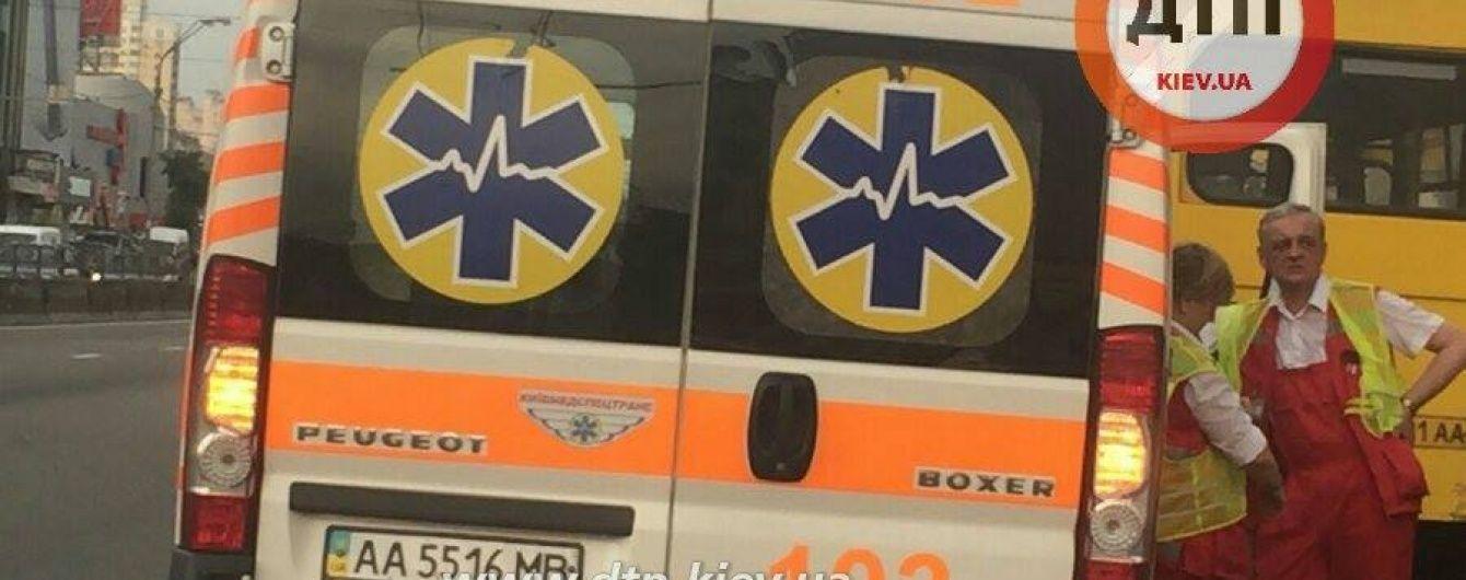 Смертельна ДТП: під Києвом таксі врізалося у екскаватор