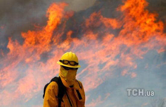 Лісові пожежі атакували два штати в США
