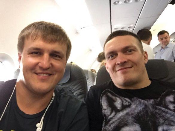 Усик полетів до Польщі