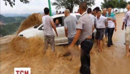 От сильнейшего за последние годы наводнения в Китае погибли 22 человек