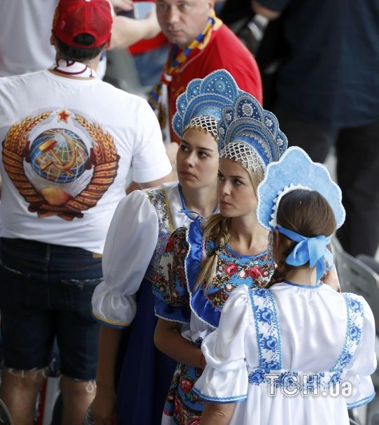 """Словацькі """"няшки"""" і розпач росіянок у кокошниках. Найкращі уболівальниці Євро за 20 червня"""