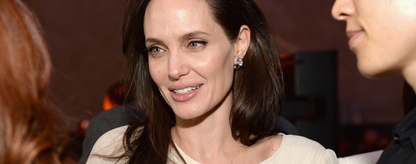 Анджеліна Джолі вперше розповіла про свої важкі пологи у Намібії