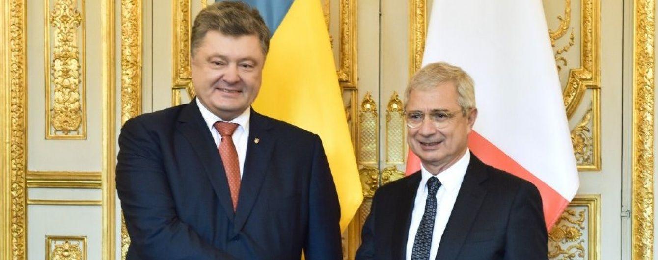 Порошенко висловив розчарування главі французьких Нацзборів через резолюцію щодо санкцій проти РФ
