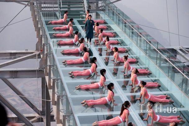 Пластилінове тіло. Як у різних куточках світу відзначають День йоги