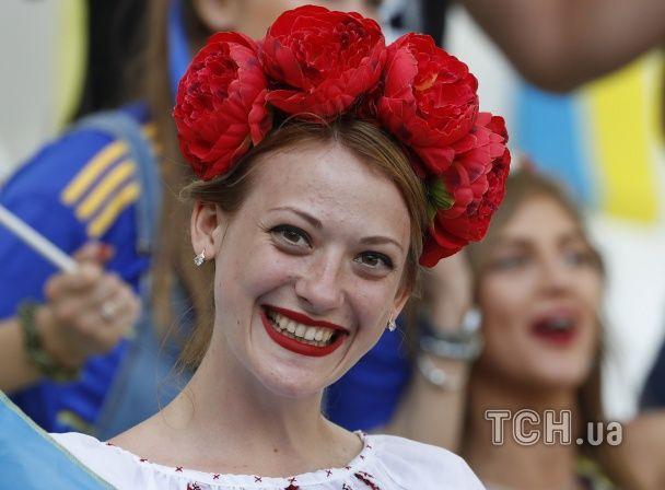 """""""Міс Вінниця"""" на трибуні та зваблива полька. Найкращі уболівальниці Євро за 21 червня"""
