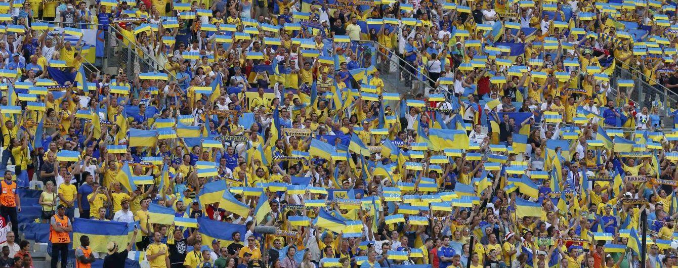 Викликали на розмову. Українські футболісти після провального матчу з Польщею підійшли до фанатів