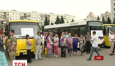 Акція протесту під Київською обласною державною адміністрацією продовжується