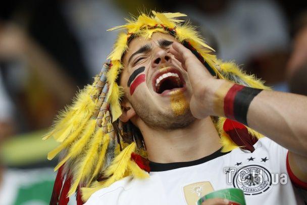 Моторошний клоун та веселі іспанські бики. Найкращі уболівальники Євро за 21 червня