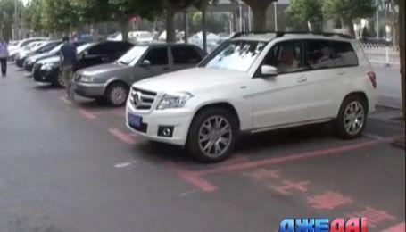 В Поднебесной оборудовали первую в мире парковку для женщин