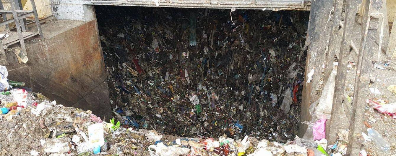 Сміттєвий колапс: у Львові вже п'ять днів не чистять баки