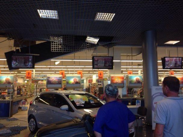 У Львові в супермаркеті обвалилася стеля