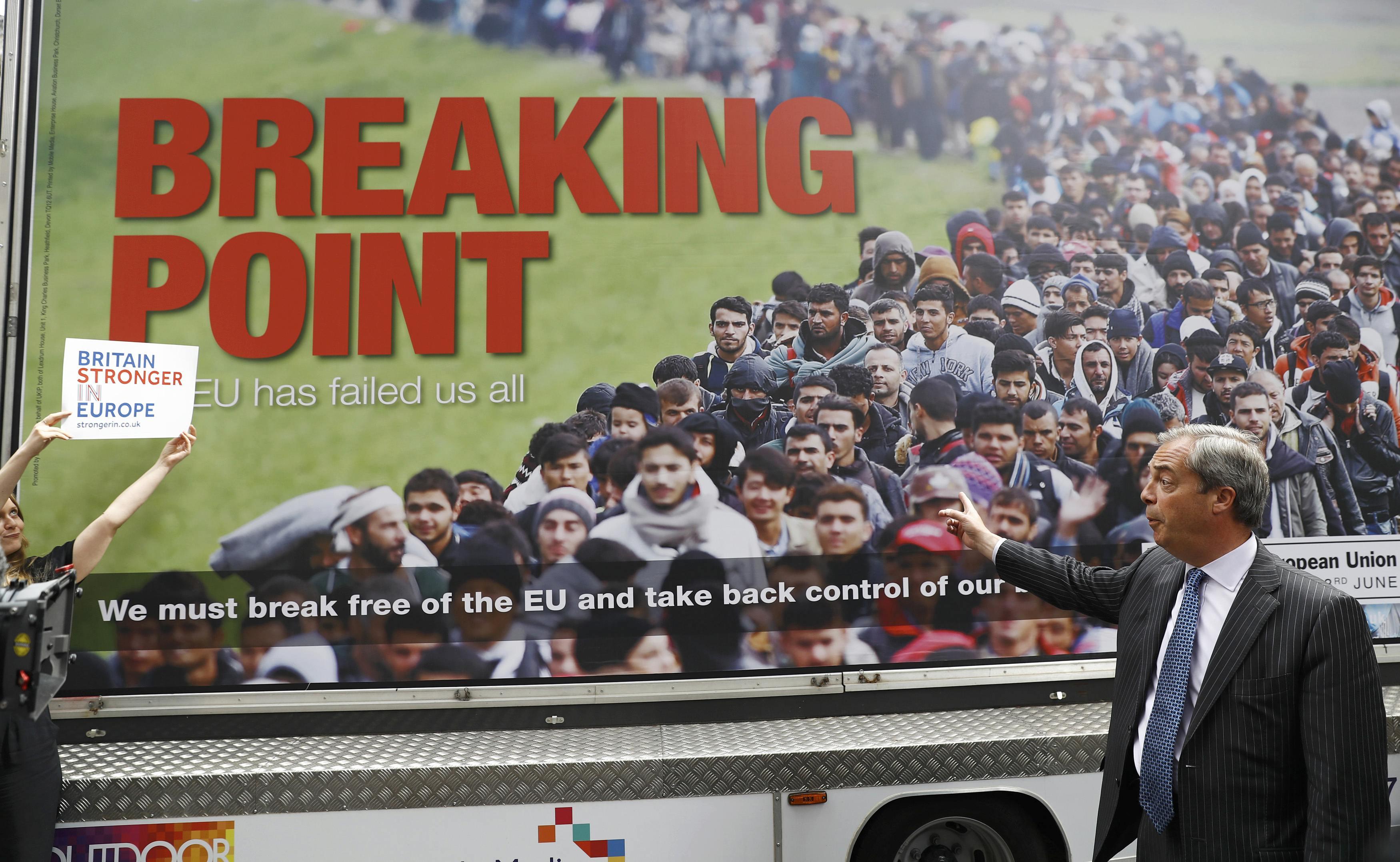 Фаландж, скандальний плакат, Британія, Брексіт, референдум
