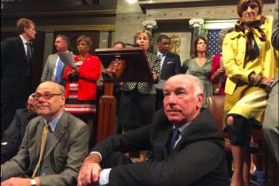 У Конгресі США влаштували сидячий страйк через закони про контроль над зброєю