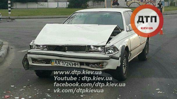 У Києві Toyota на швидкості протаранила Daewoo, постраждали двоє дітей і вагітна