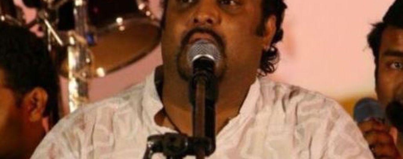 У Пакистані застрелили  популярного співака у власному авто