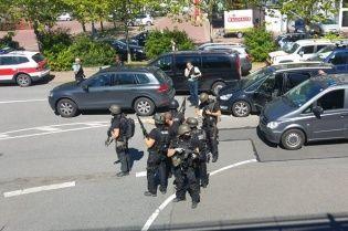 У Німеччині невідомий відкрив стрілянину в кінотеатрі, десятки людей постраждали