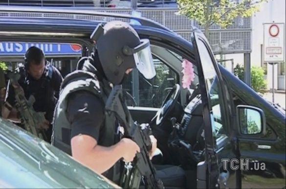 Поліцейські знешкодили нападника у німецькому кінотеатрі_1