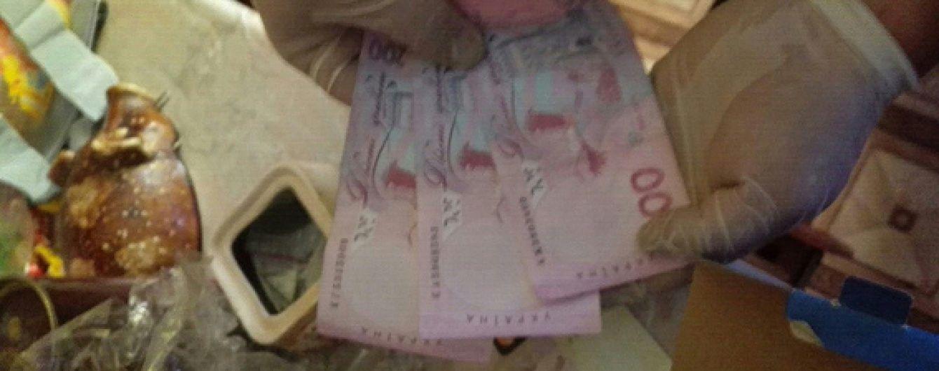 На Донеччині двоє поліцейських вимагали хабара за непритягнення до кримінальної відповідальності