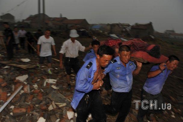 Кількість жертв торнадо в Китаї зросла до восьми десятків осіб