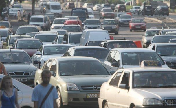 У Києві утворилися кількакілометрові затори між Святошиним та Нивками