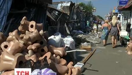В Киеве сравняли с землей более сотни киосков