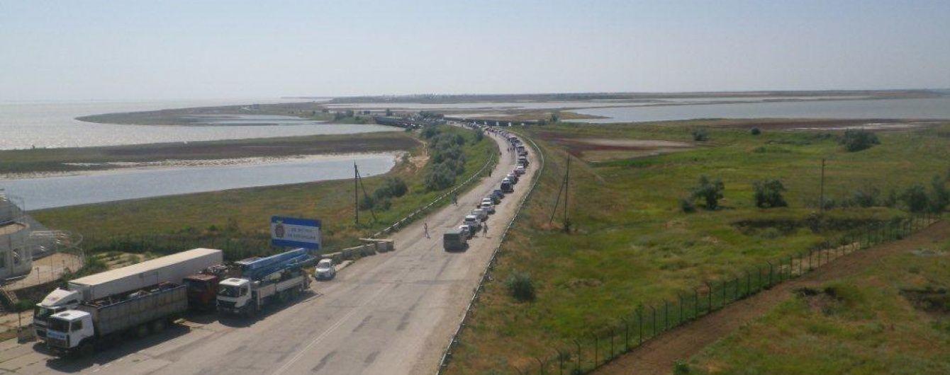 Блокпост на межі з окупований Кримом заблоковано чергою автомобілів