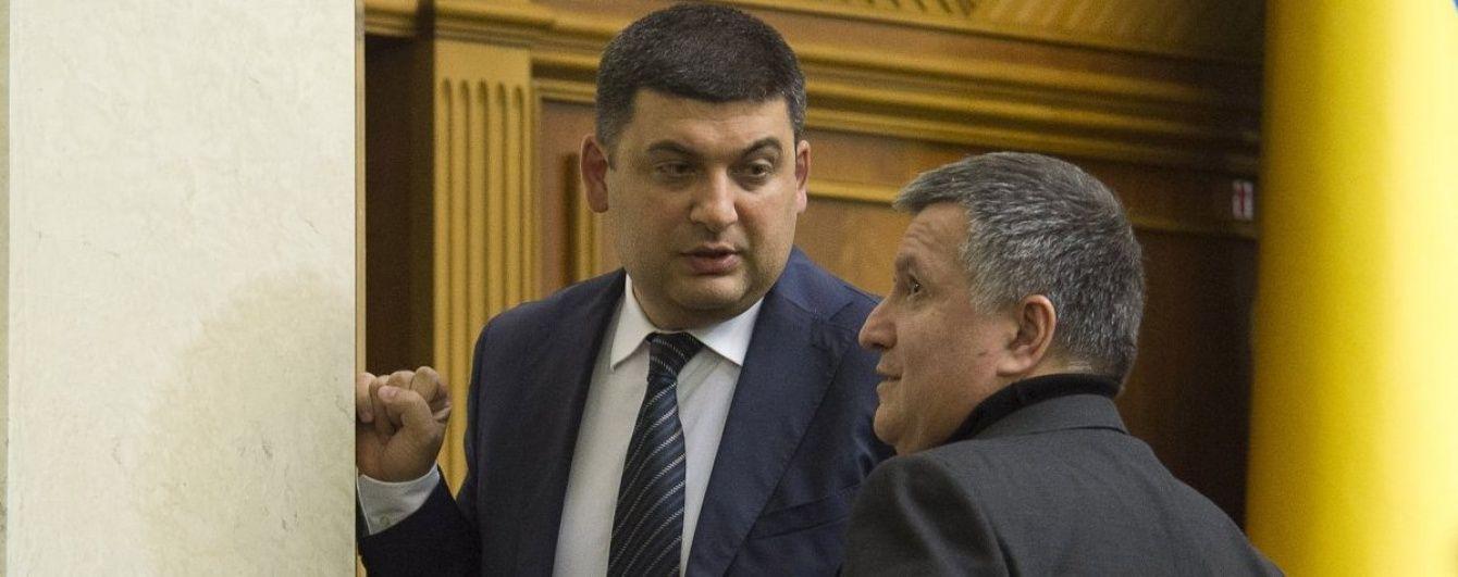 Лещенко назвав людину, яка ніби має подібний до Гройсмана вплив і може захопити владу силою
