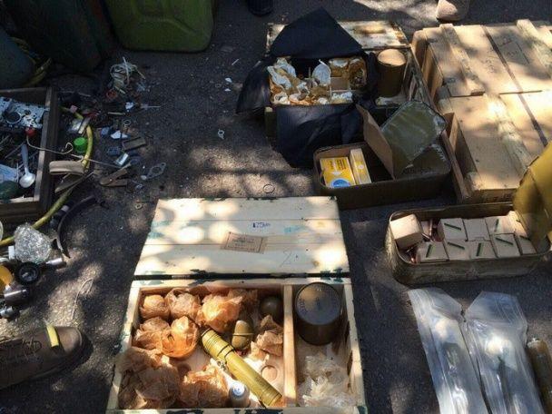 На Донбасі виявили схованку потужної зброї, яку планували перевезти за межі зони АТО