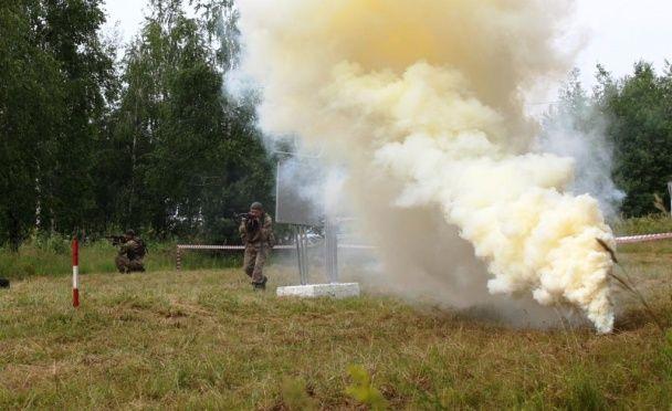 """Вогонь з """"Градів"""" і зеніток: на Рівненському полігоні відпрацьовували наступ на уявного противника"""