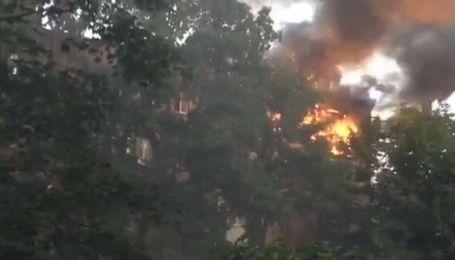 На Дорогожичах в Киеве возник пожар в многоэтажке