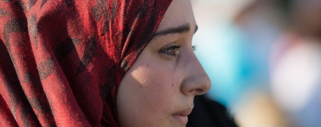 В крымском селе вооруженные российские силовики заблокировали улицу для обыска мусульман