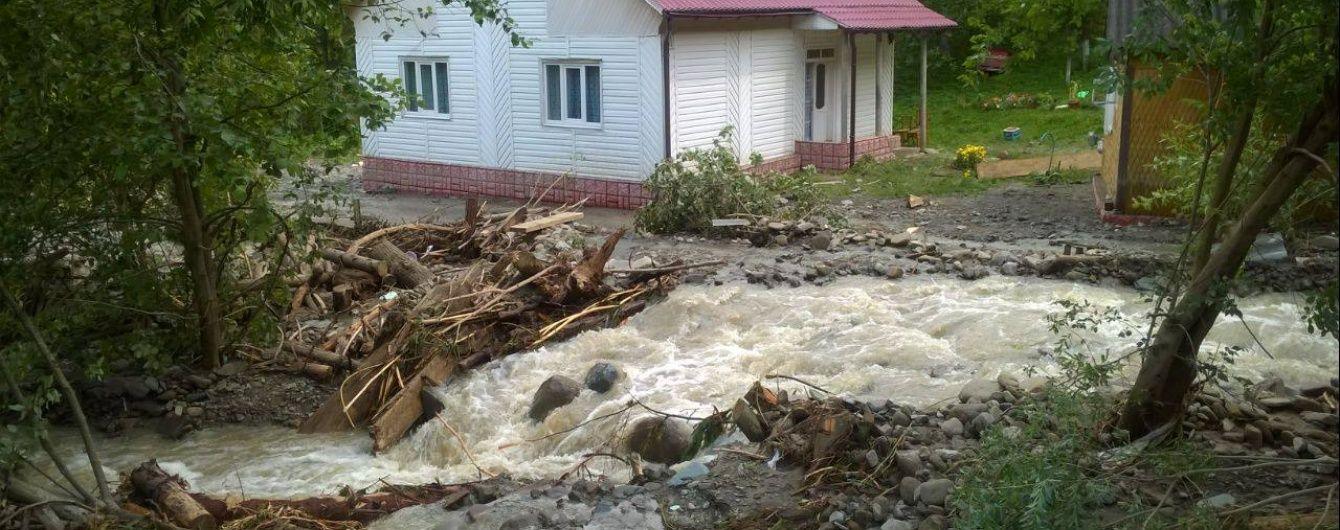 На Закарпатті, яке ще не оговталося від стихійного лиха, оголосили штормове попередження