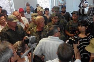 У Маріуполі спалахнули сутички у суді у справі про вбивство працівника СБУ - ЗМІ