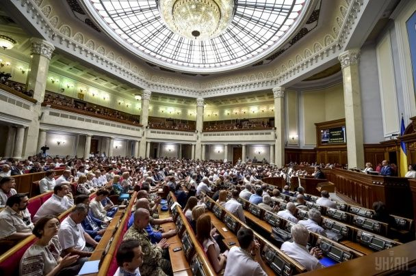 Сварки, вигуки і спільний Гімн: як український політикум святкував 20-річчя Конституції