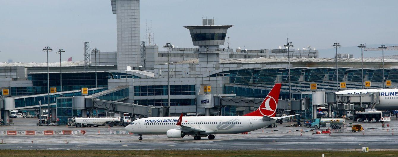В аеропорту Стамбула пролунали вибухи та постріли