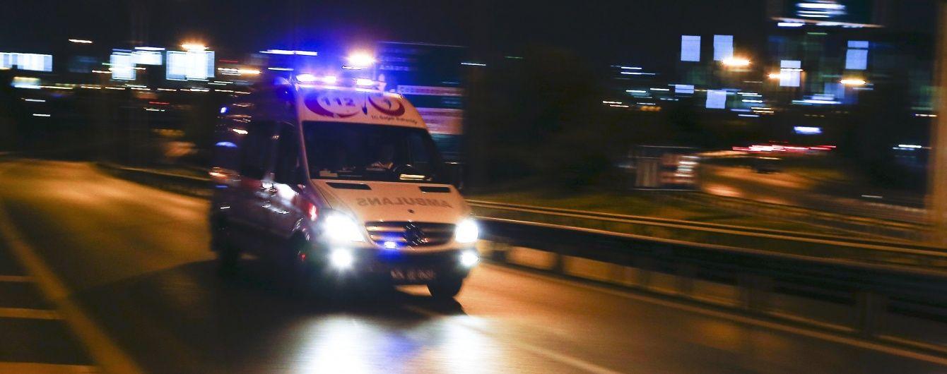 Внаслідок вибухів в аеропорту Стамбула загинули не менше 10 осіб