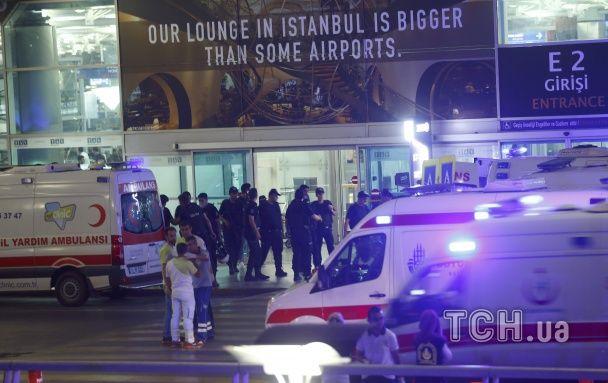 З'явилися перші фото і відео з аеропорту у Стамбулі