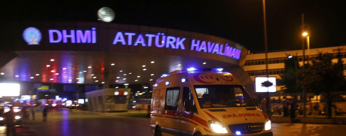 У найбільшому аеропорту Туреччини стався теракт. Текстовий онлайн