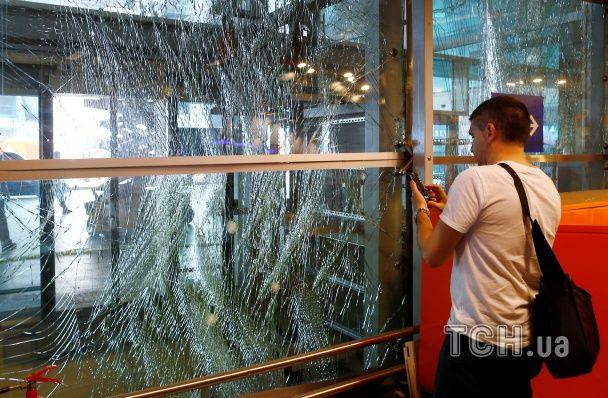 Безлюдний термінал та скасовані рейси. Як виглядає аеропорт Стамбула після теракту