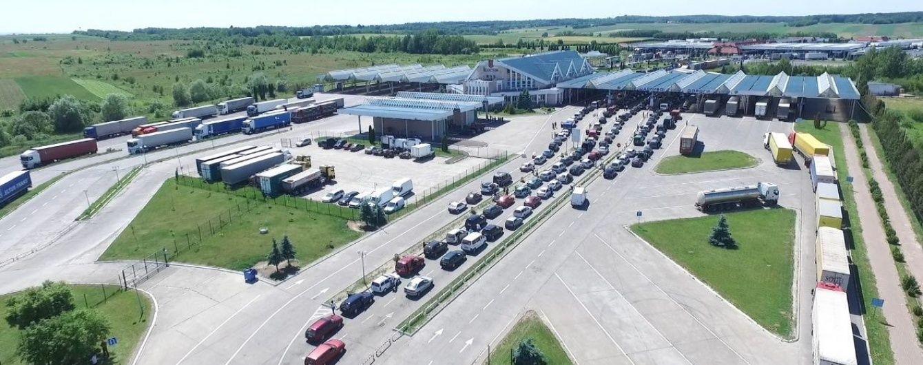 На кордоні з Польщею утворилася черга з майже 500 авто