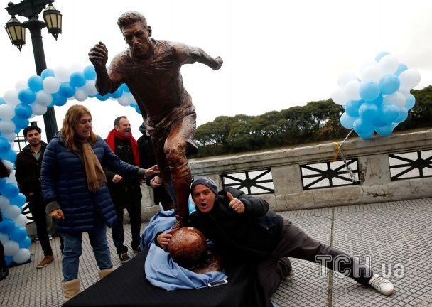 """В Аргентині створили """"бронзового"""" Ліонеля Мессі"""