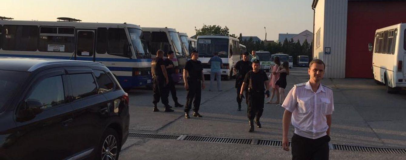 Окупанти закрили Крим, через що на адмінкордоні застрягли люди і вантажівки