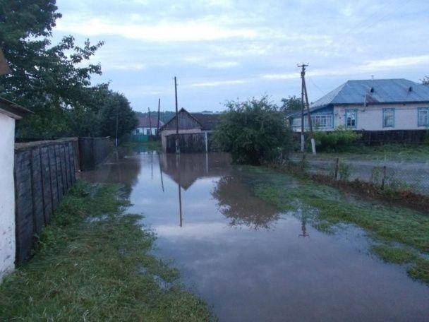 Негода атакувала Чернігівщину: затоплені будинки та зруйнована дорога