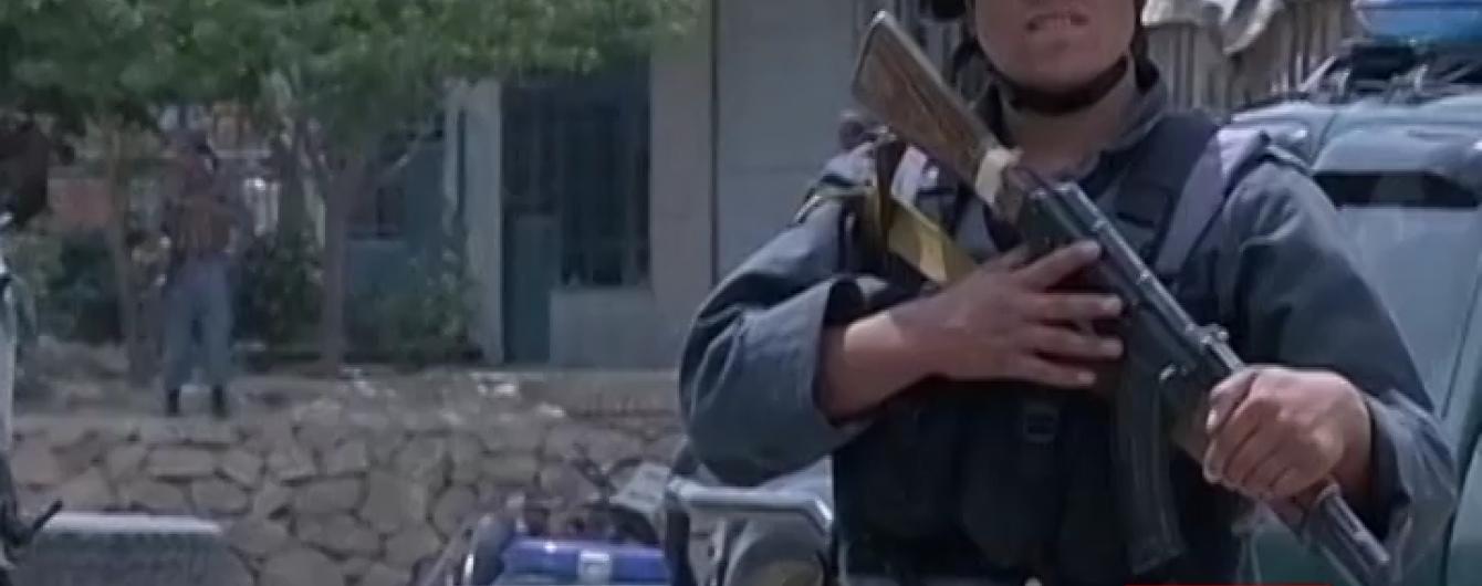 Терористи в Афганістані підірвали автоколону з випускниками поліційної академії